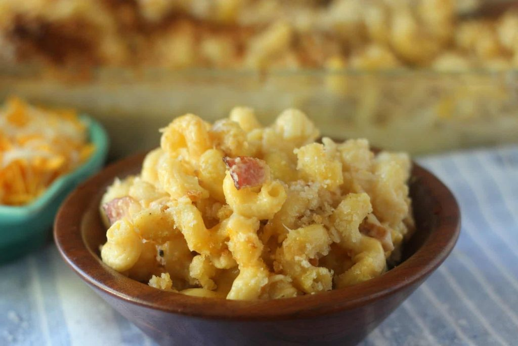 Rich and creamy cavatappi mac and cheese with bacon and crunchy bread ...