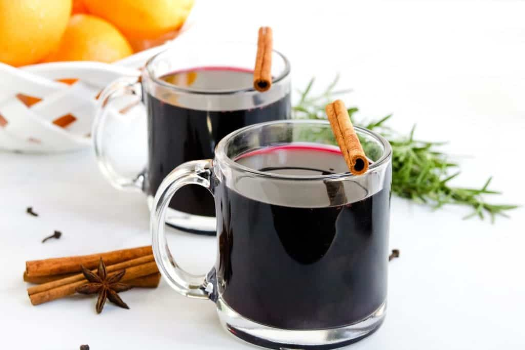 Thanksgiving Cocktails - Crockpot Mulled Wine | Slow Cooker Mulled Wine | Easy Mulled Wine | #mulledwine